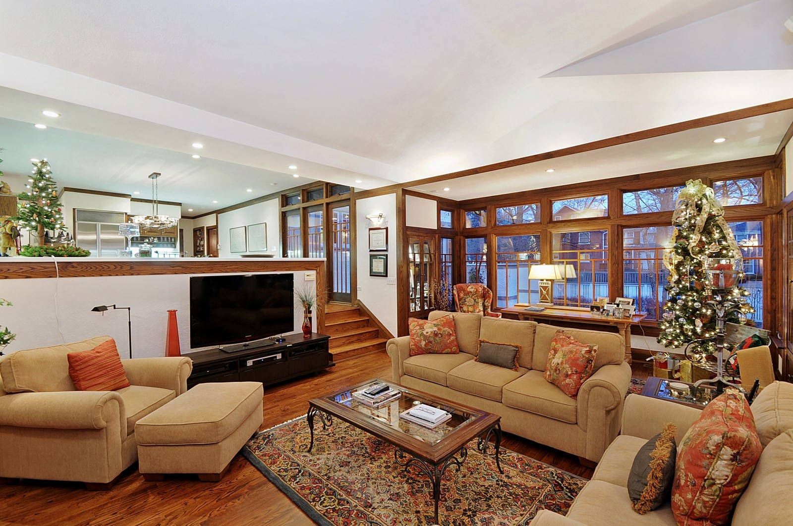 Real Estate Photography - 2700 Lincoln St, Evanston, IL, 60201 - Family Room / Kitchen