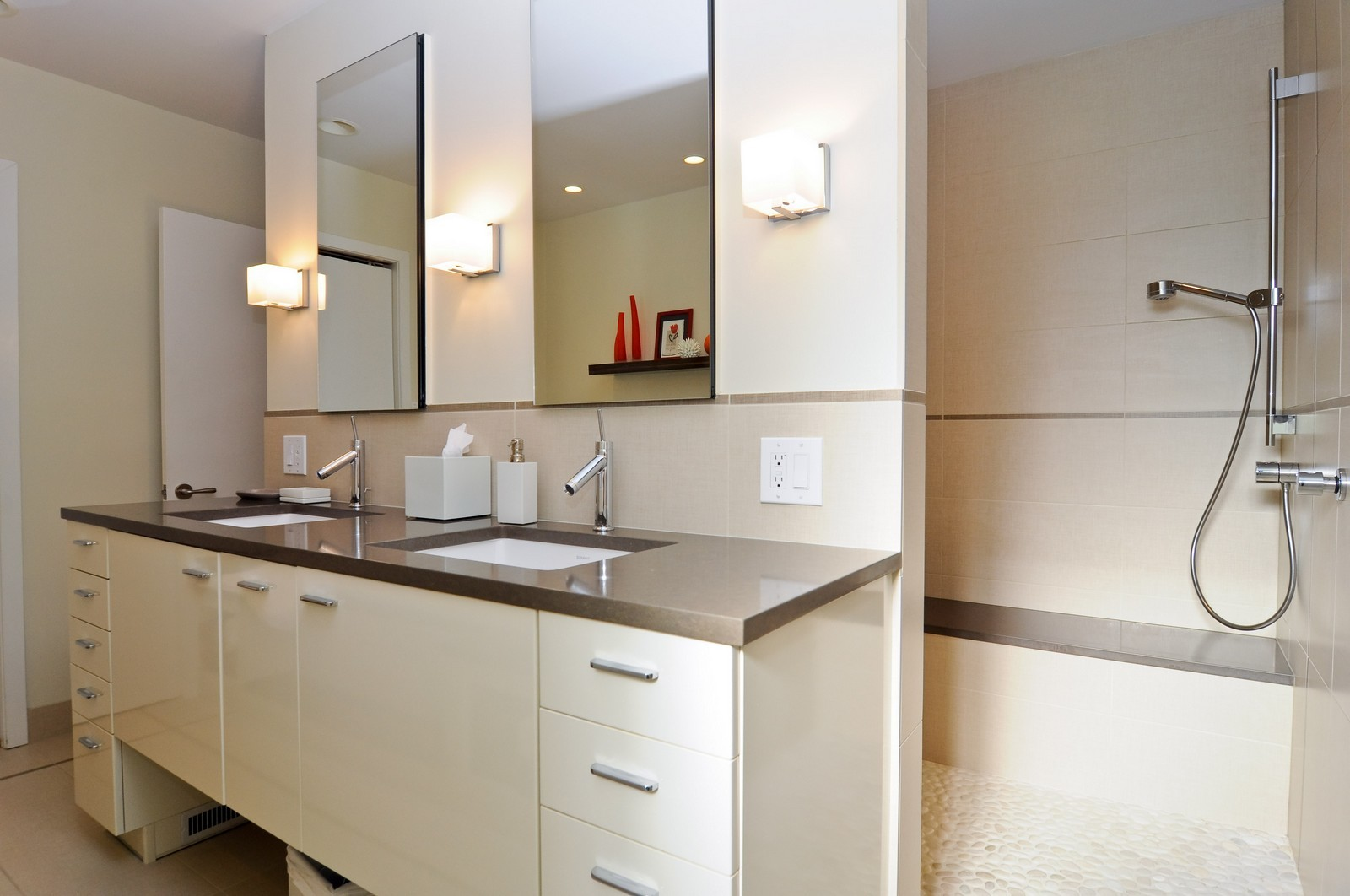 Real Estate Photography - 1352 N Sutton, Chicago, IL, 60610 - Master Bathroom