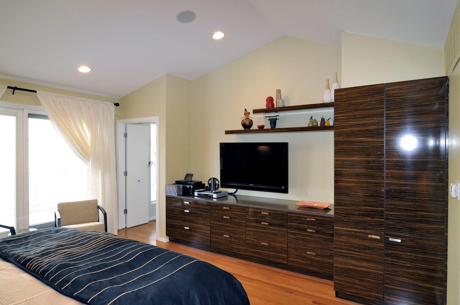 Real Estate Photography - 1352 N Sutton, Chicago, IL, 60610 - Master Bedroom