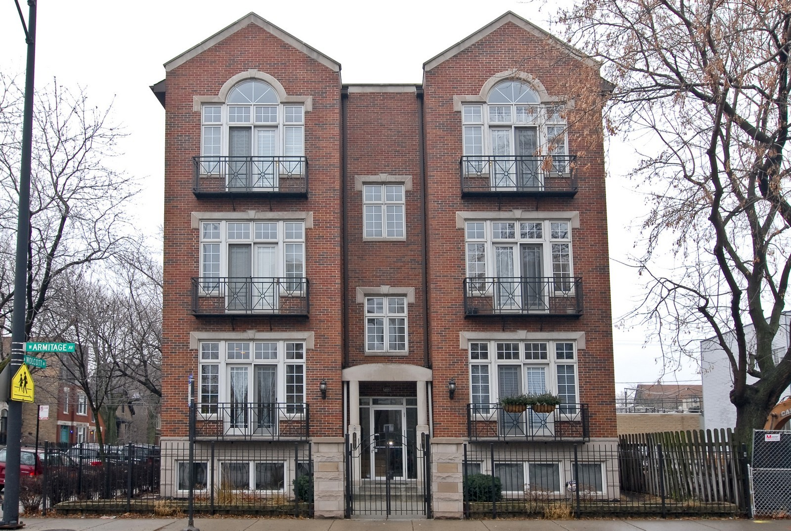 Real Estate Photography - 1901 W Armitage, Unit 1E, Chicago, IL, 60622 - Front View