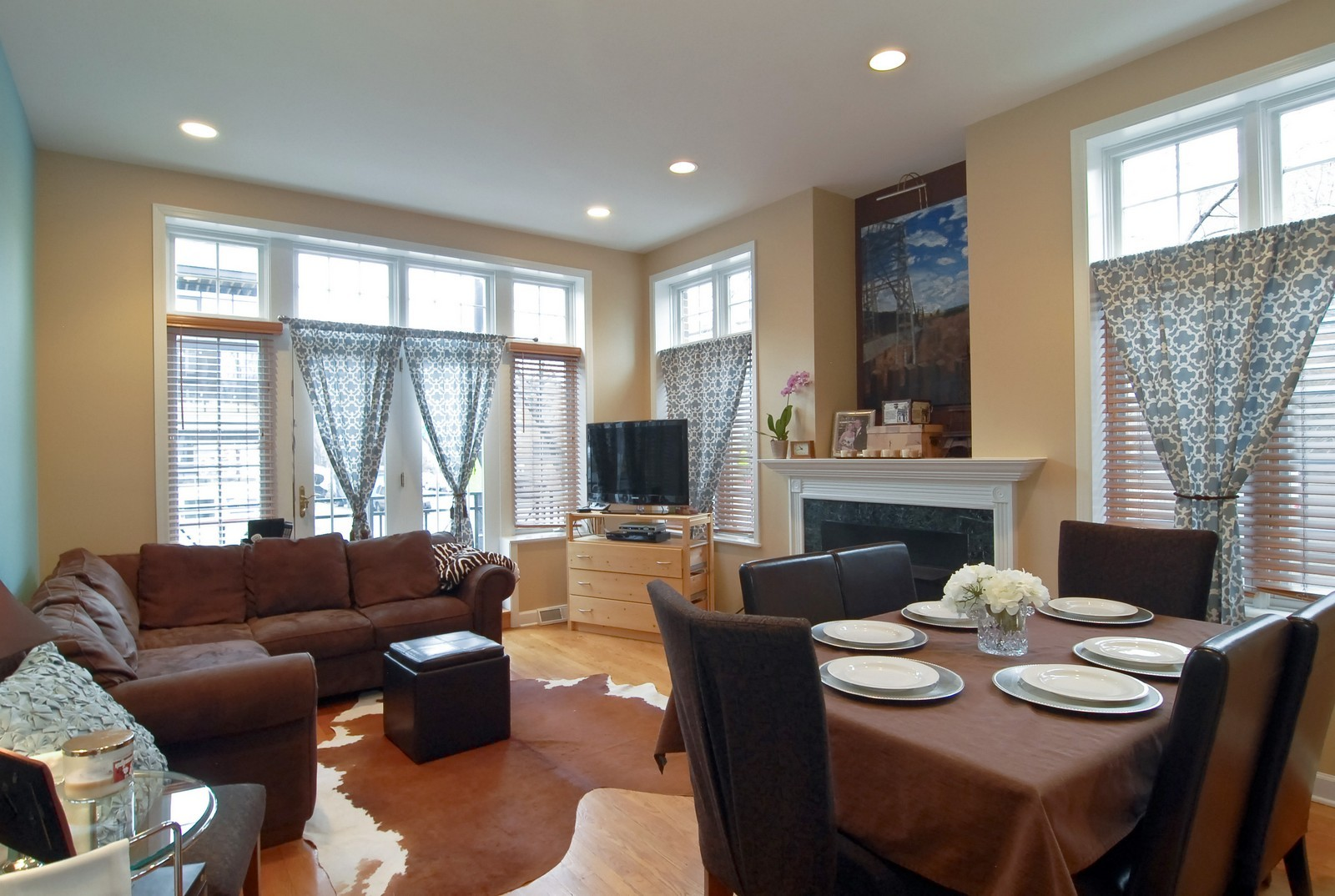Real Estate Photography - 1901 W Armitage, Unit 1E, Chicago, IL, 60622 - Living Room / Dining Room