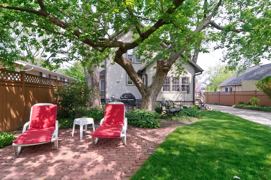 Real Estate Photography - 118 Raymond Ave, Barrington, IL, 60010 - Brick Paver Patio
