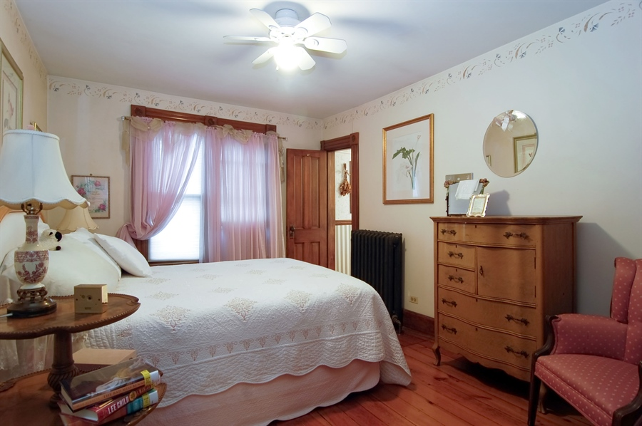 Real Estate Photography - 118 Raymond Ave, Barrington, IL, 60010 - Second Bedroom