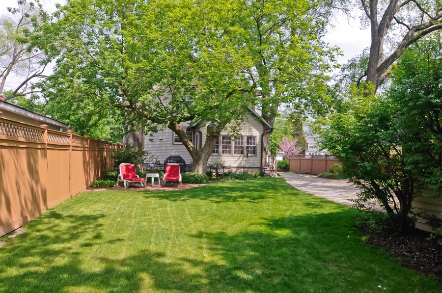 Real Estate Photography - 118 Raymond Ave, Barrington, IL, 60010 - Back Yard