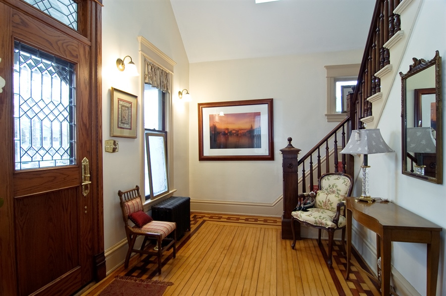Real Estate Photography - 118 Raymond Ave, Barrington, IL, 60010 - Foyer