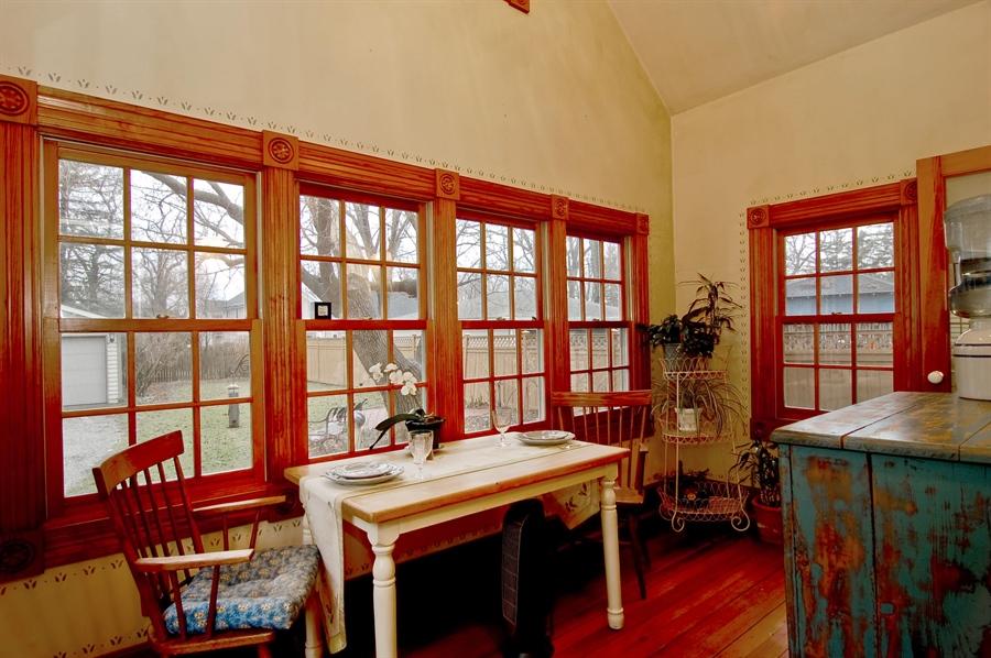 Real Estate Photography - 118 Raymond Ave, Barrington, IL, 60010 - Sun Room