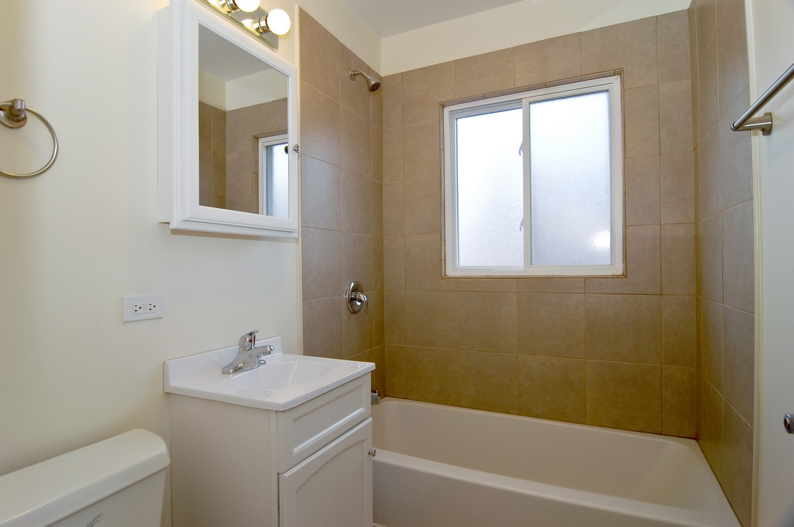 Real Estate Photography - 1623 McKool, Streamwood, IL, 60107 - Bathroom