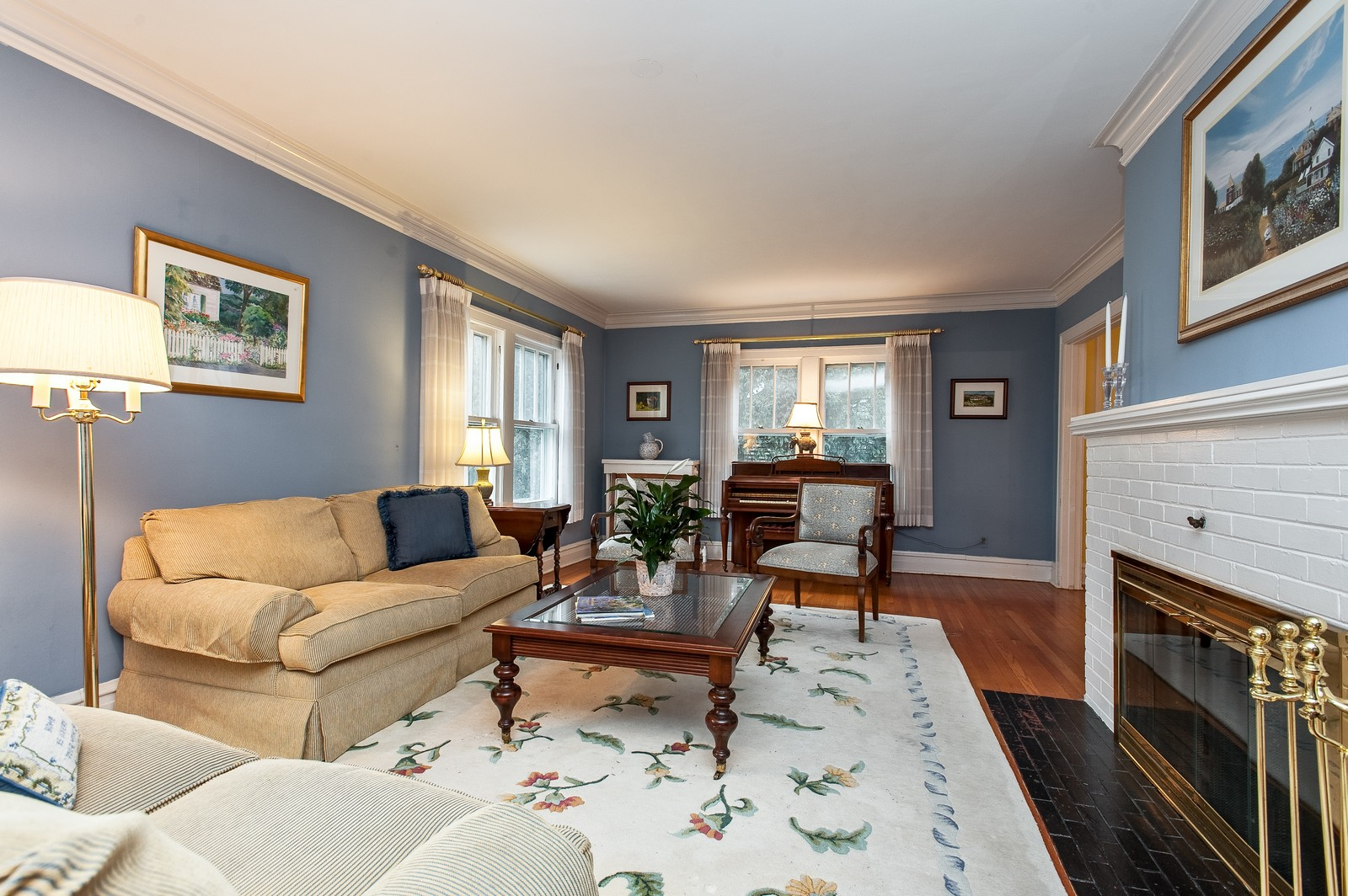 Real Estate Photography - 1018 10th St, Wilmette, IL, 60091 - Living Room