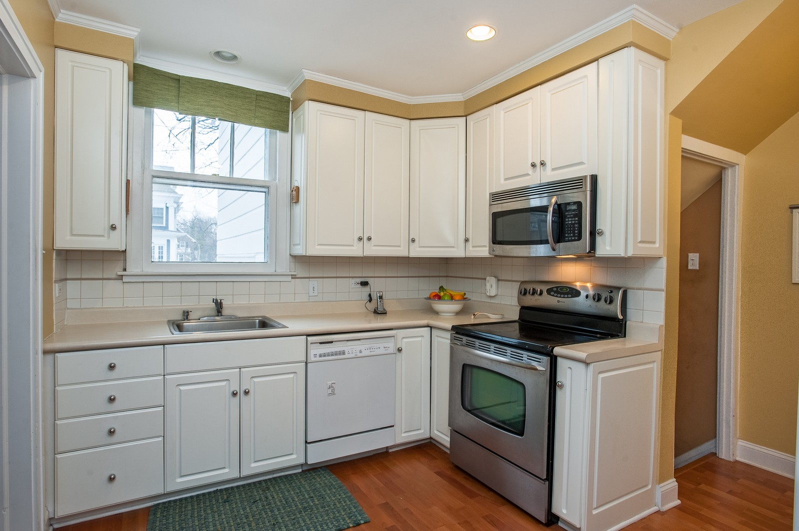 Real Estate Photography - 1018 10th St, Wilmette, IL, 60091 - Kitchen