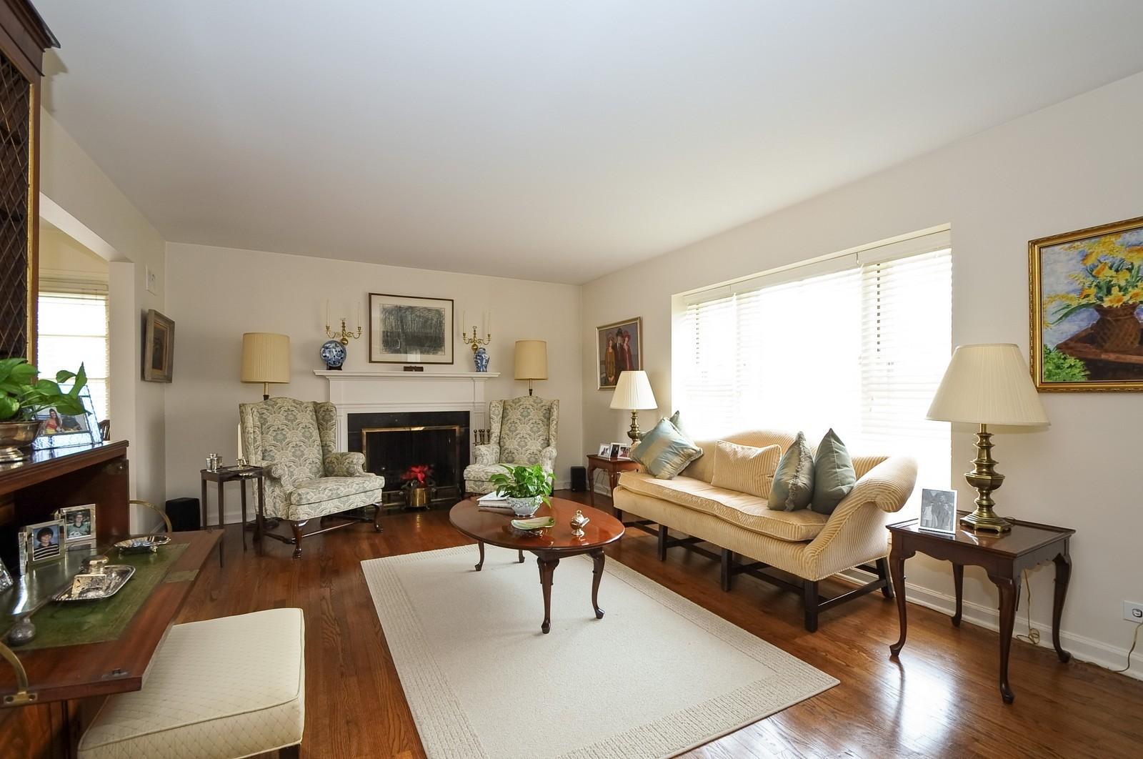 Real Estate Photography - 930 Bob O Link, Highland Park, IL, 60035 - Living Room