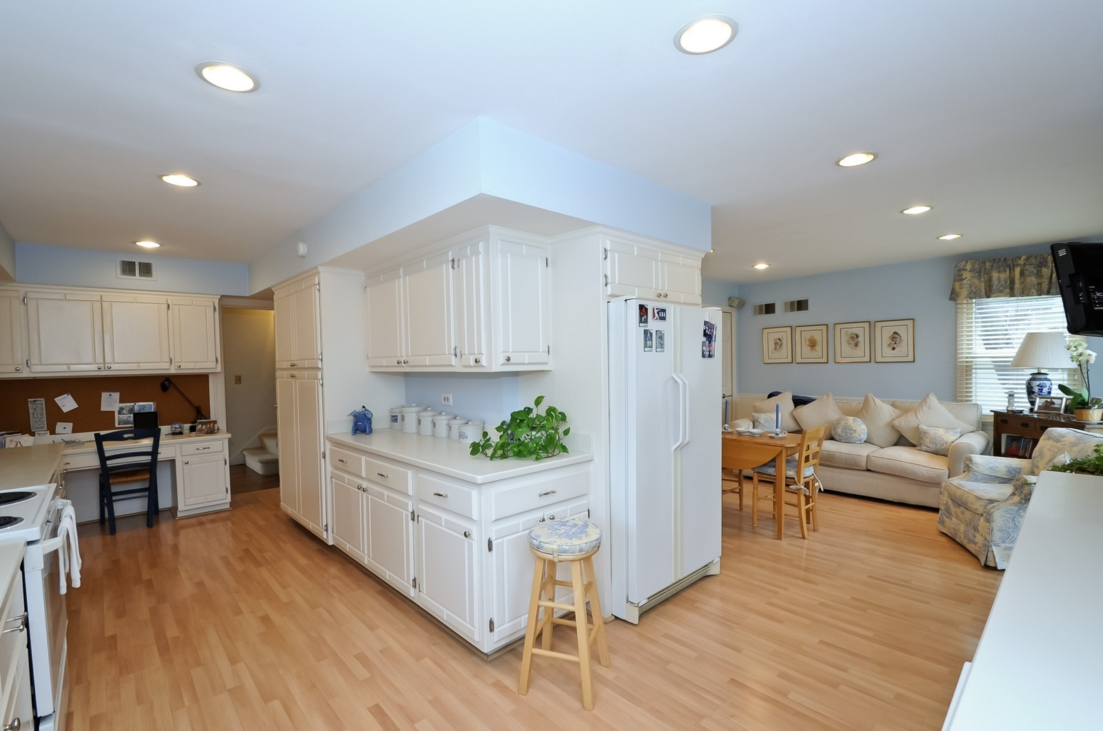 Real Estate Photography - 930 Bob O Link, Highland Park, IL, 60035 - Kitchen