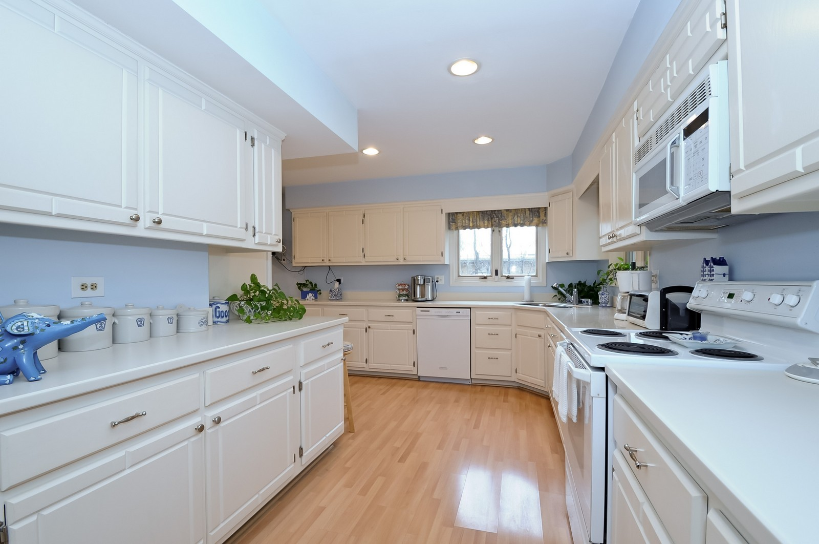 Real Estate Photography - 930 Bob O Link, Highland Park, IL, 60035 - Kitchen