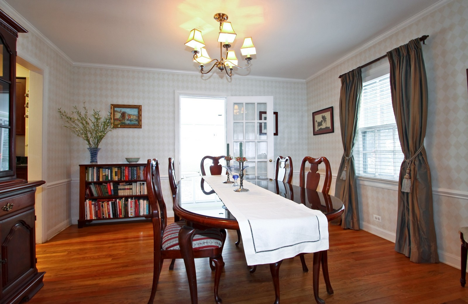 Real Estate Photography - 2515 Lake Ave, Wilmette, IL, 60091 - Dining Room