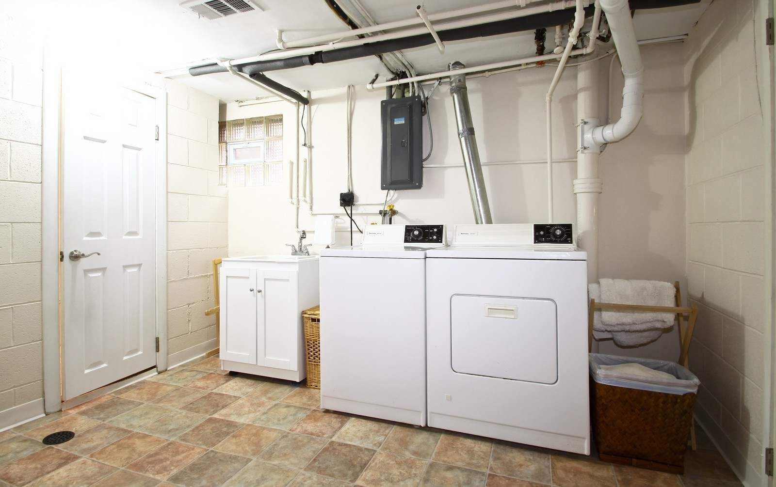 Real Estate Photography - 2515 Lake Ave, Wilmette, IL, 60091 - Laundry Room