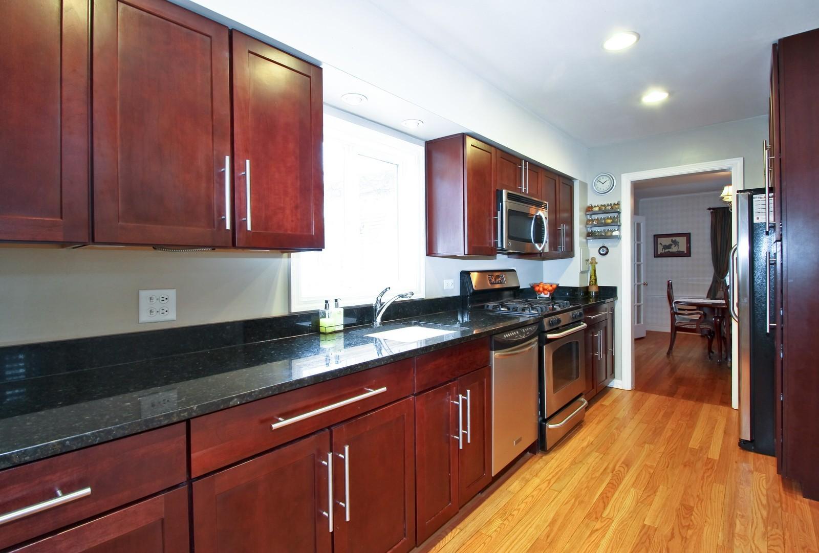 Real Estate Photography - 2515 Lake Ave, Wilmette, IL, 60091 - Kitchen