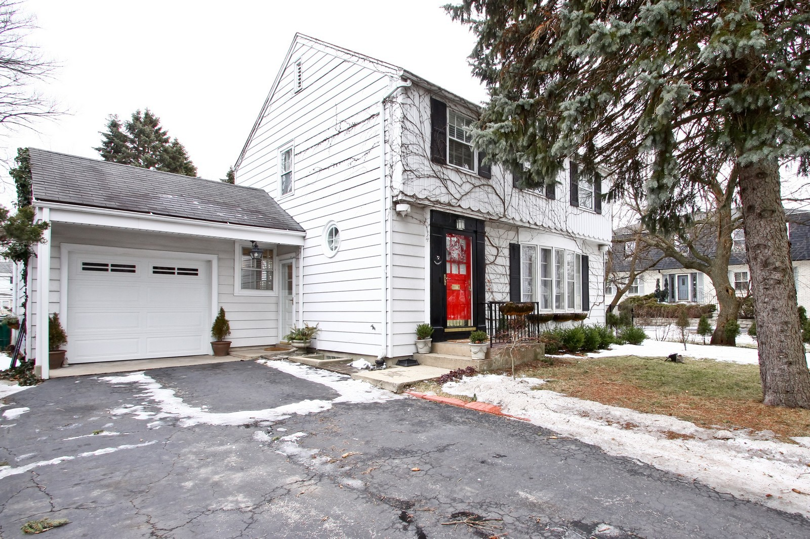 Real Estate Photography - 2515 Lake Ave, Wilmette, IL, 60091 - Front View