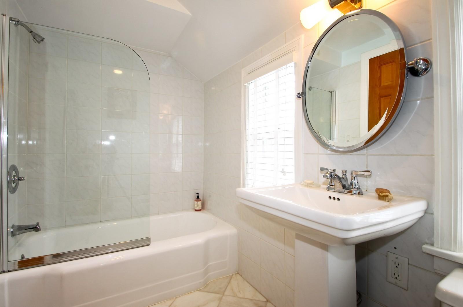 Real Estate Photography - 2515 Lake Ave, Wilmette, IL, 60091 - Bathroom