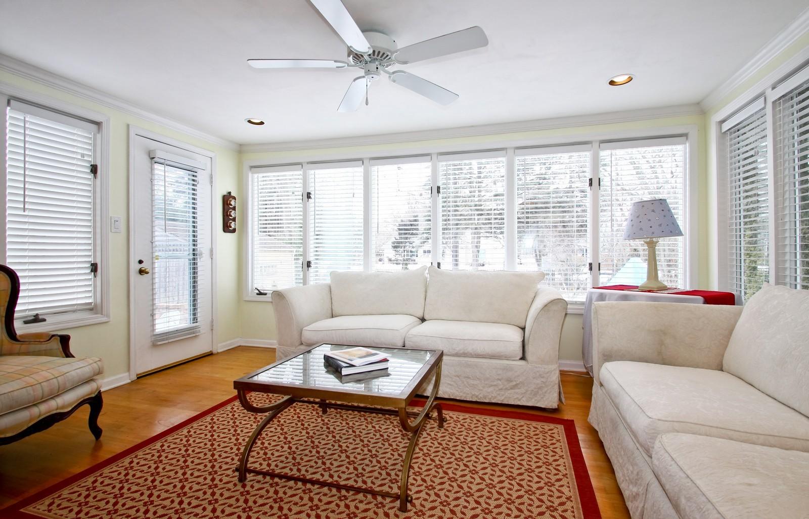 Real Estate Photography - 2515 Lake Ave, Wilmette, IL, 60091 - Sun Room