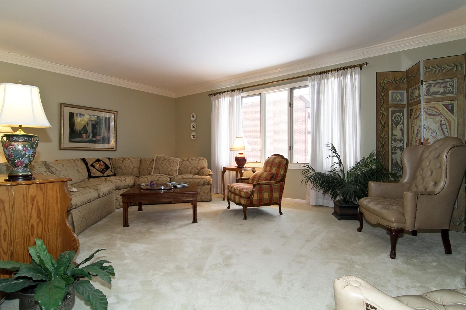 Real Estate Photography - 11554 Ridgewood Lane, Burr Ridge, IL, 60527 - Living Room