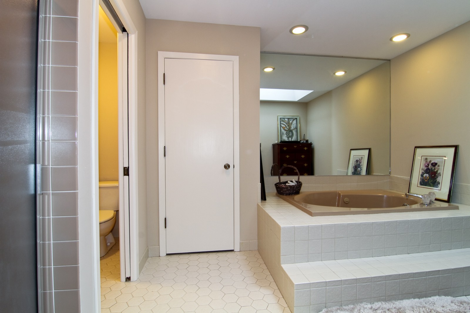 Real Estate Photography - 11554 Ridgewood Lane, Burr Ridge, IL, 60527 - Master Bathroom