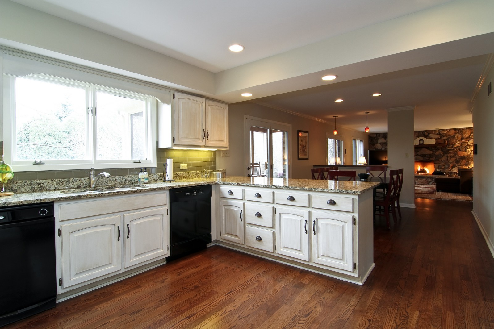 Real Estate Photography - 11554 Ridgewood Lane, Burr Ridge, IL, 60527 - Kitchen / Breakfast Room