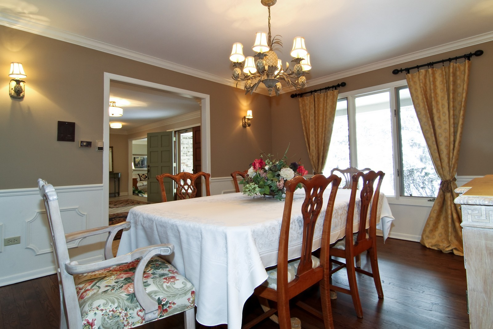 Real Estate Photography - 11554 Ridgewood Lane, Burr Ridge, IL, 60527 - Dining Room