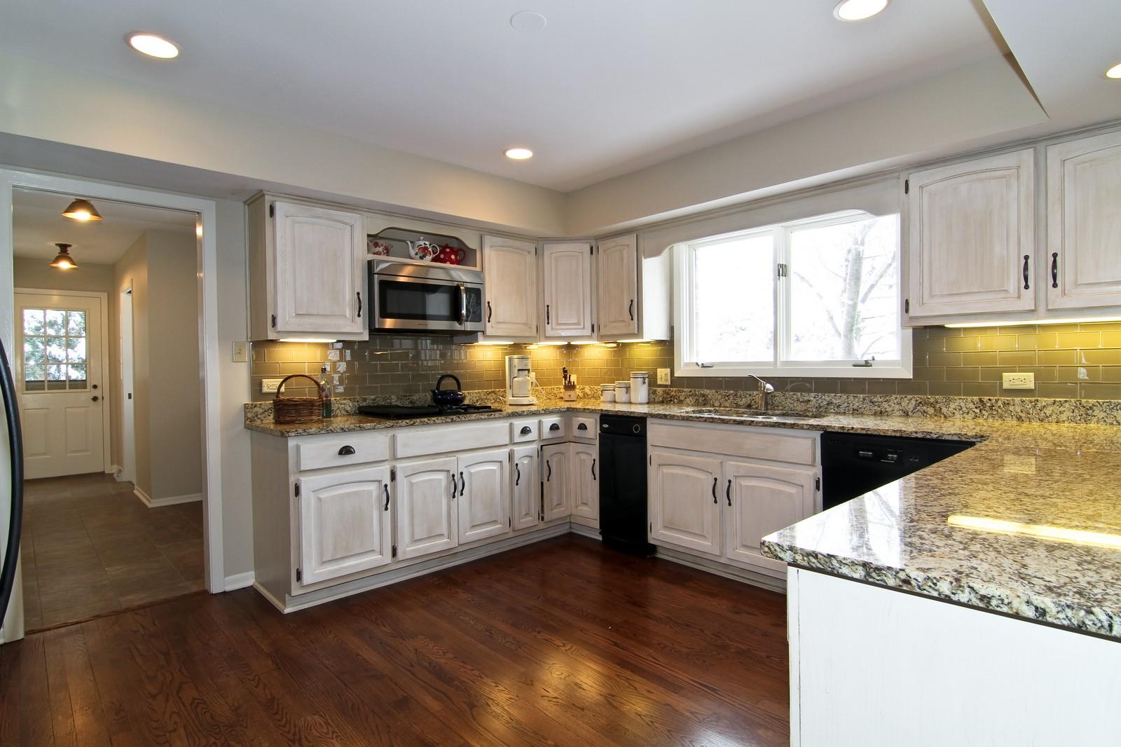 Real Estate Photography - 11554 Ridgewood Lane, Burr Ridge, IL, 60527 - Kitchen
