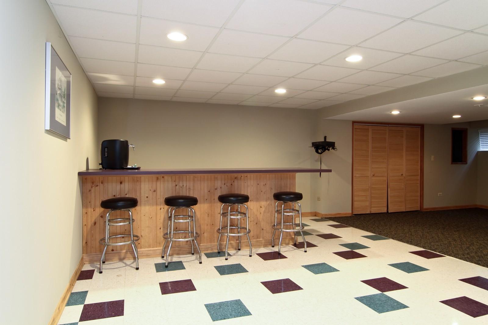 Real Estate Photography - 11554 Ridgewood Lane, Burr Ridge, IL, 60527 - Bar