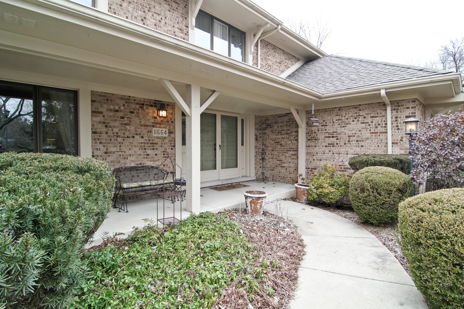 Real Estate Photography - 11554 Ridgewood Lane, Burr Ridge, IL, 60527 - Entryway