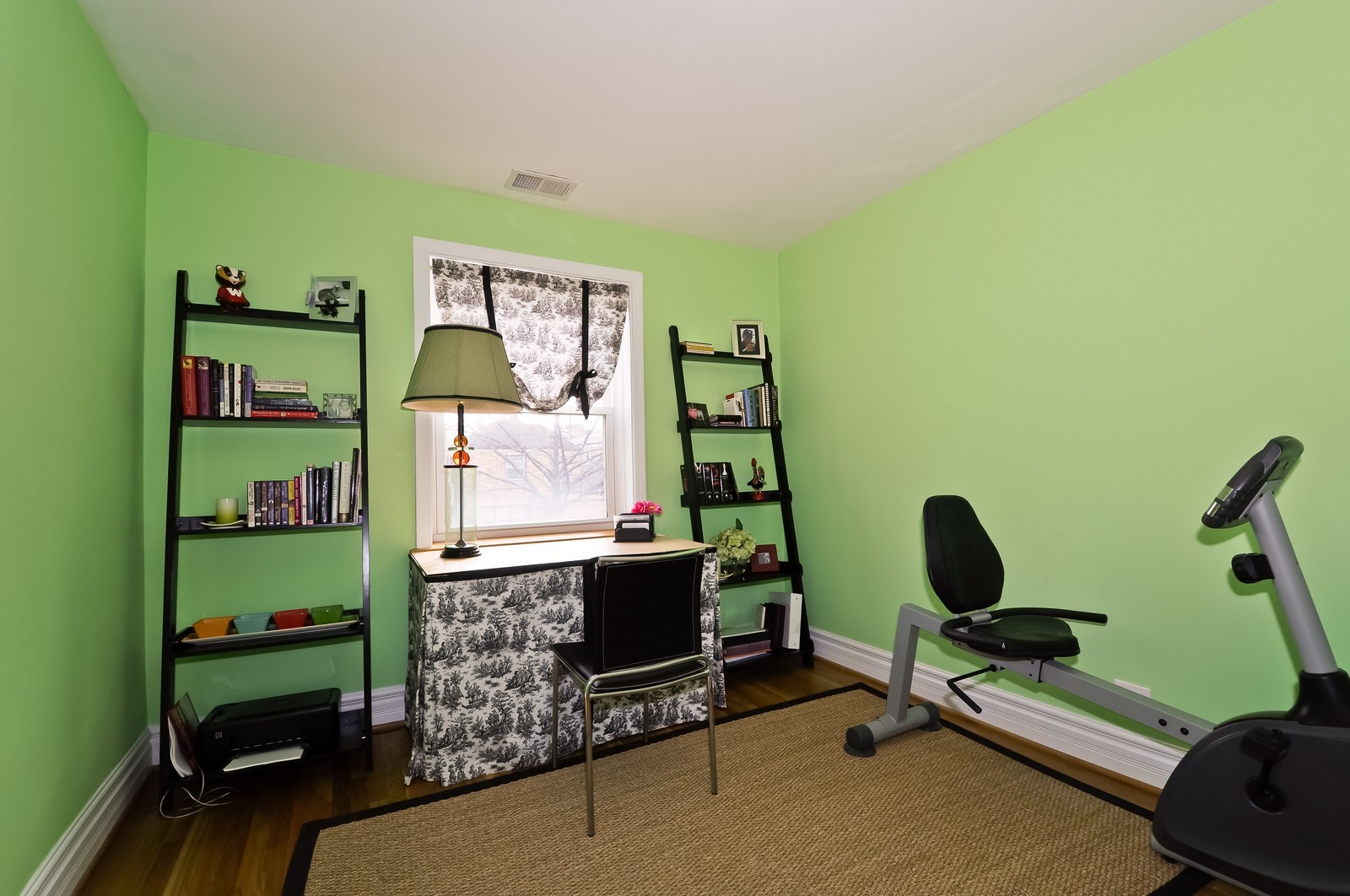 Real Estate Photography - 6046 N. Francisco, 2e, Chicago, IL, 60659 - 2nd Bedroom