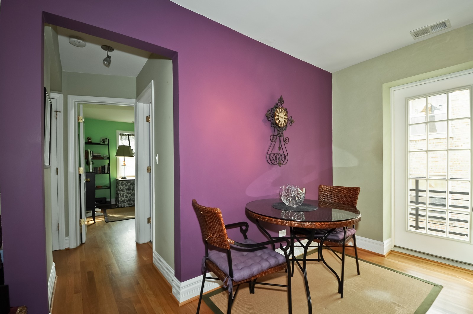 Real Estate Photography - 6046 N. Francisco, 2e, Chicago, IL, 60659 - Kitchen / Breakfast Room