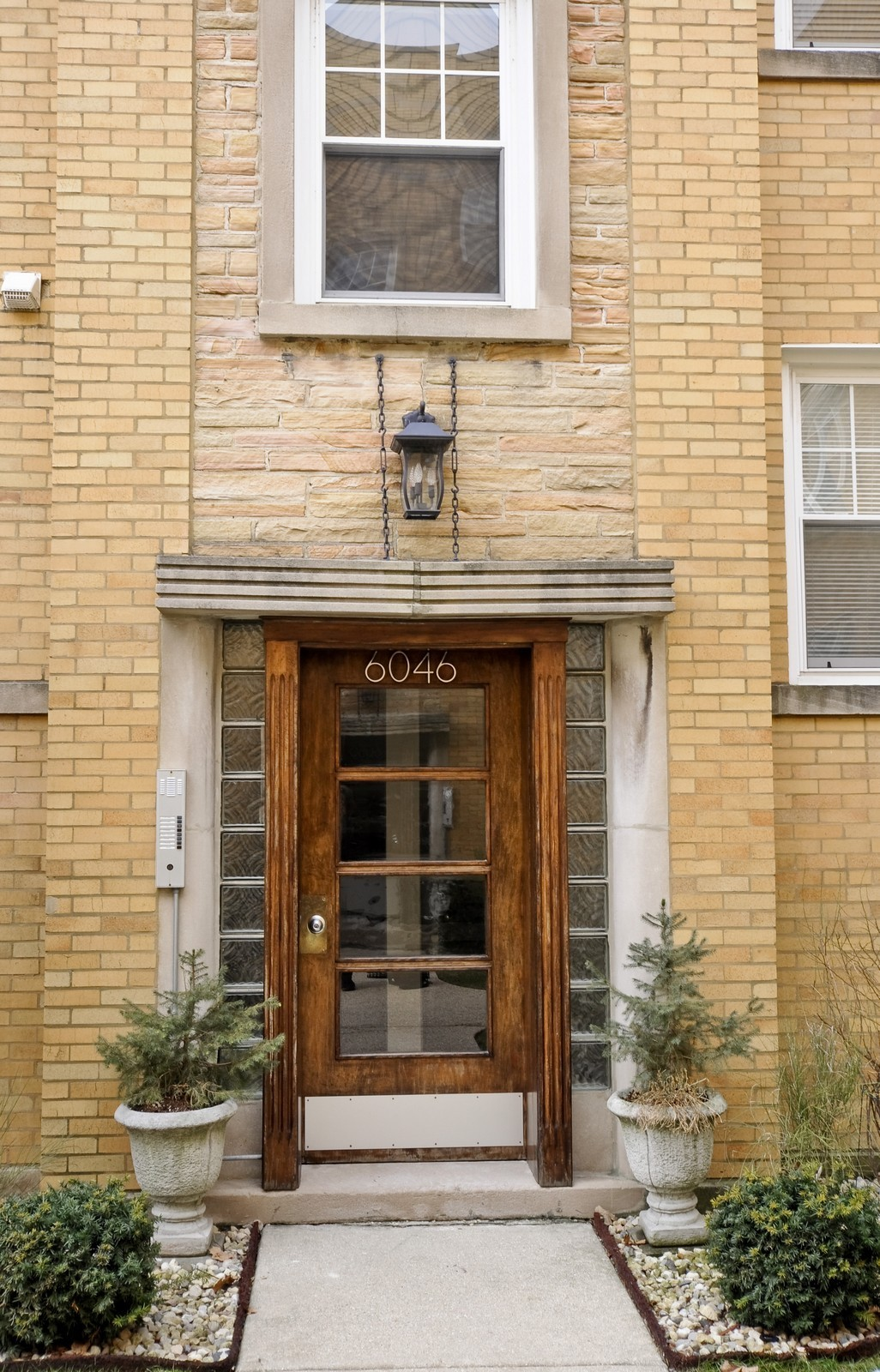 Real Estate Photography - 6046 N. Francisco, 2e, Chicago, IL, 60659 - Front View