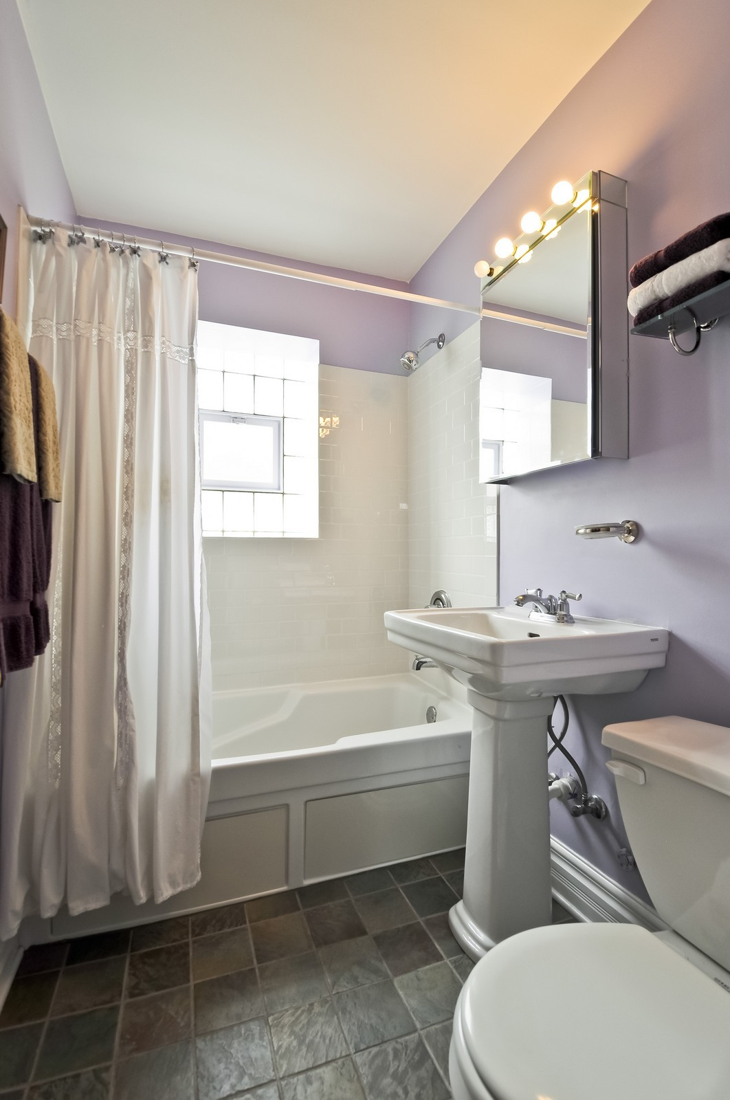 Real Estate Photography - 6046 N. Francisco, 2e, Chicago, IL, 60659 - Bathroom