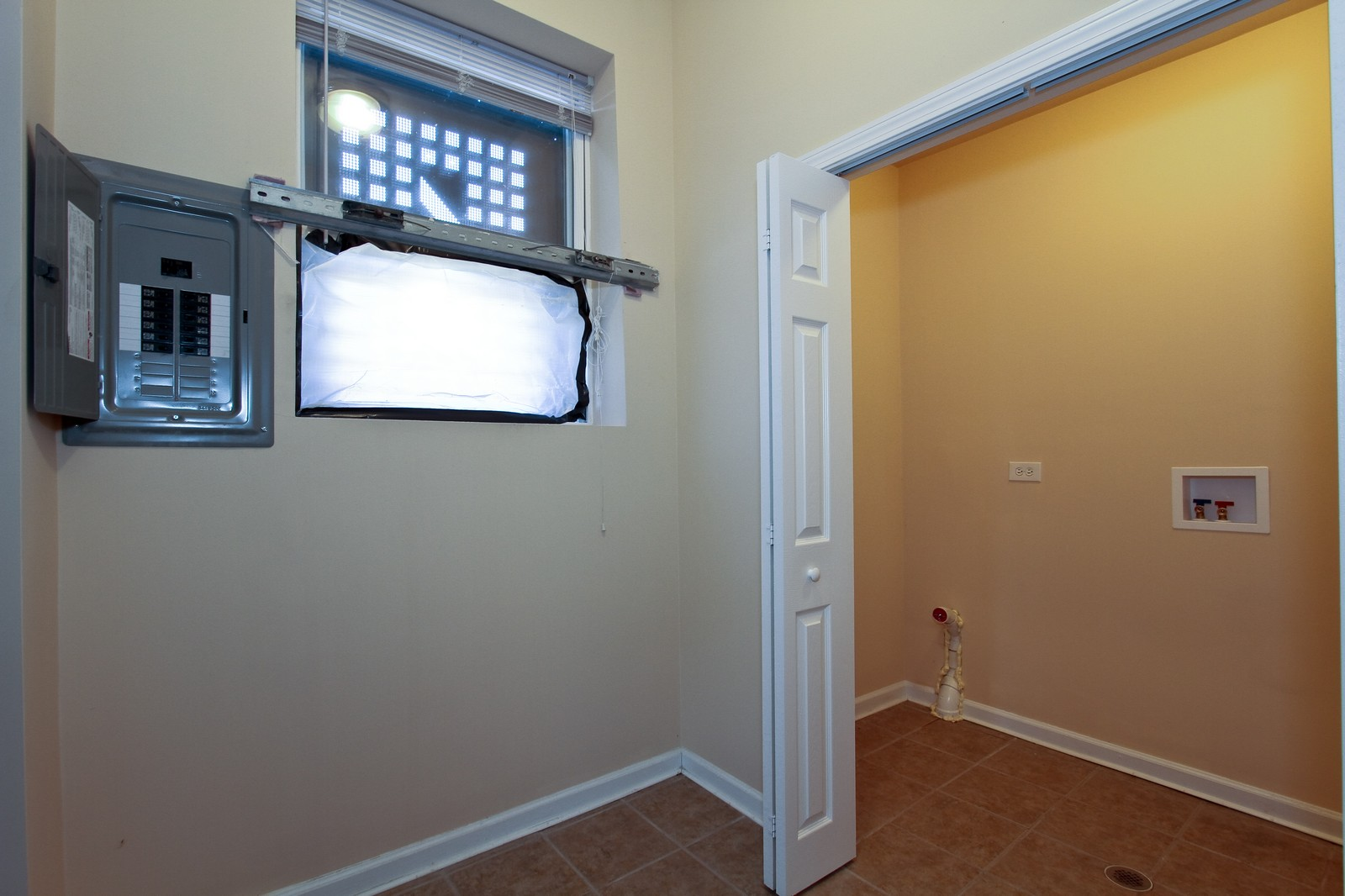 Real Estate Photography - 449 W 61st St, Chicago, IL, 60621 - Laundry Room