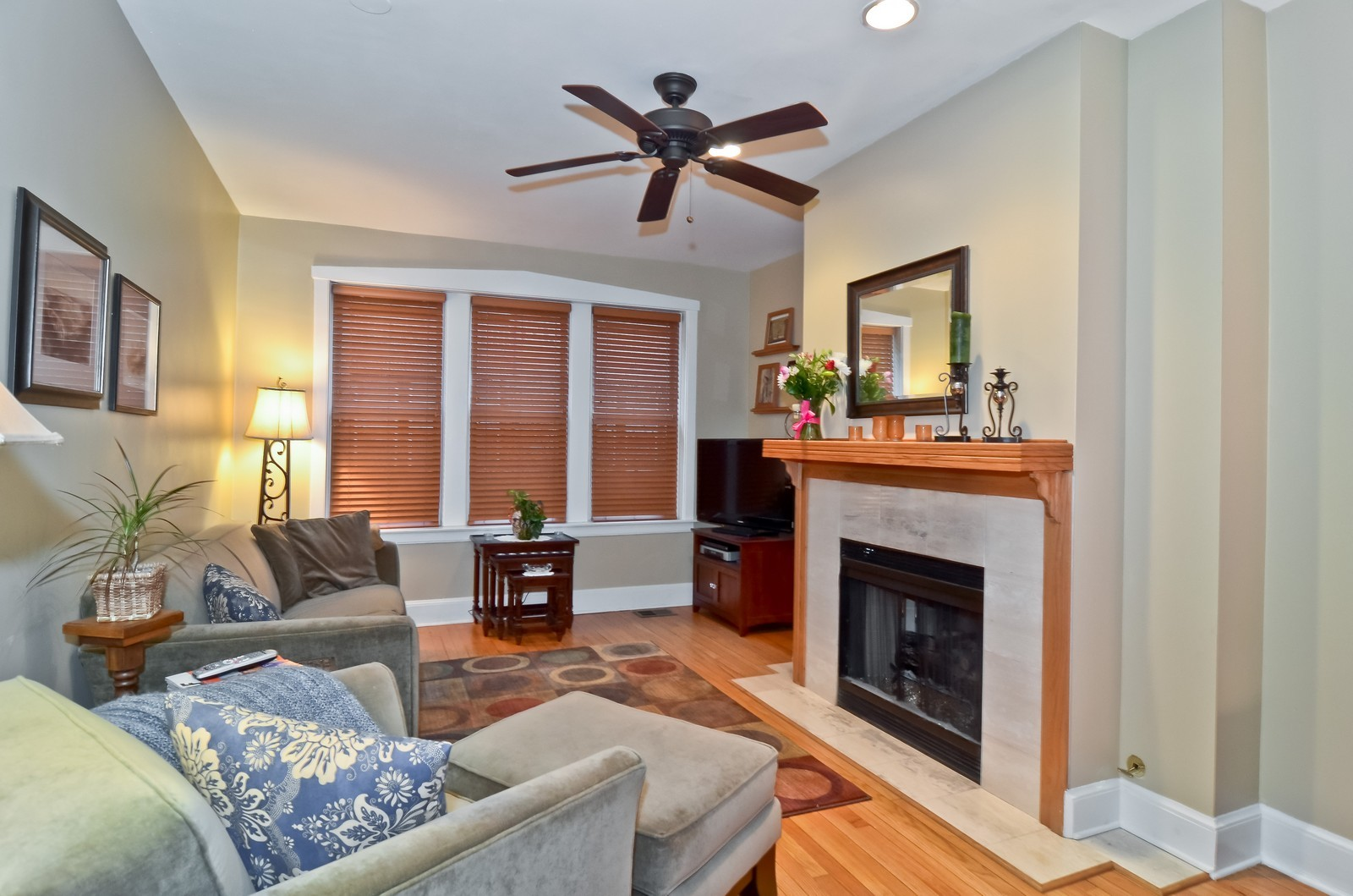 Real Estate Photography - 2020 N Burling, Unit 103, Chicago, IL, 60614 - Living Room