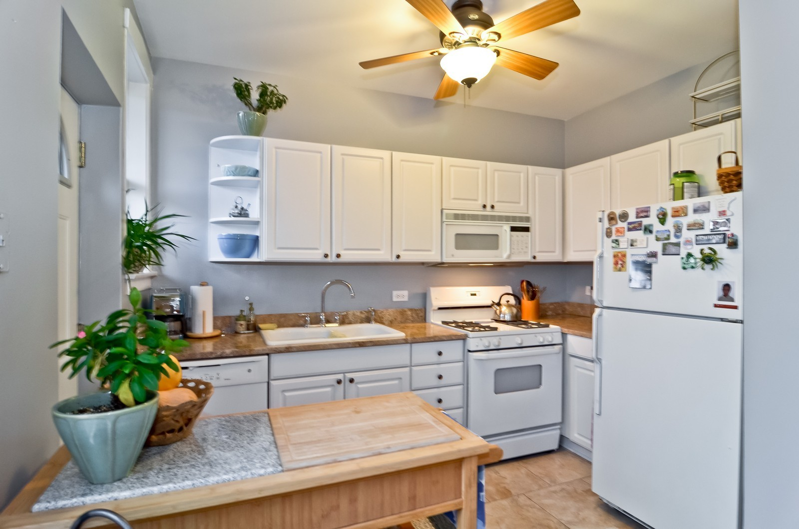 Real Estate Photography - 2020 N Burling, Unit 103, Chicago, IL, 60614 - Kitchen