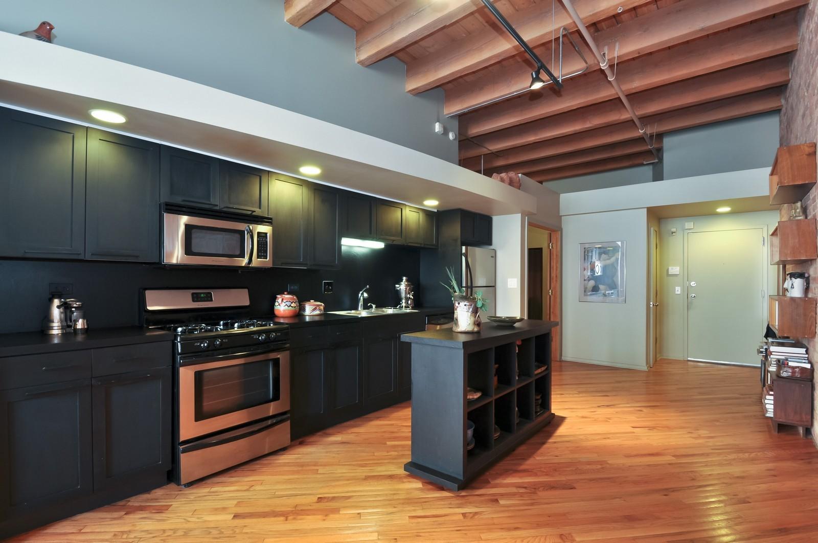 Real Estate Photography - 616 W Fulton, Unit 506, Chicago, IL, 60661 - Kitchen