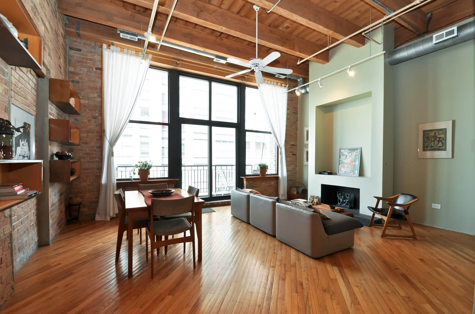 Real Estate Photography - 616 W Fulton, Unit 506, Chicago, IL, 60661 - Living Room / Dining Room