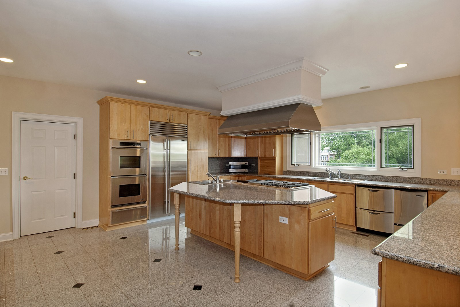 Real Estate Photography - 700 Dunbarton, Inverness, IL, 60010 - Kitchen