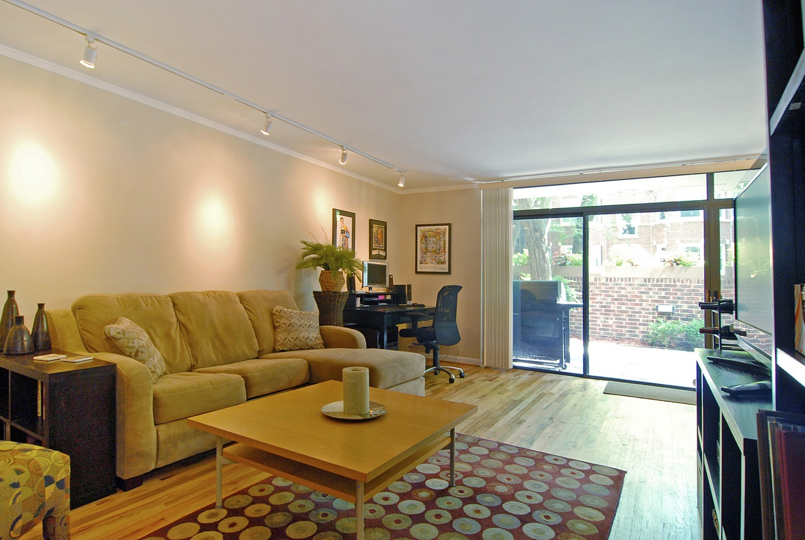 Real Estate Photography - 2600 N Hampden Ct, Chicago, IL, 60614 - Living Room