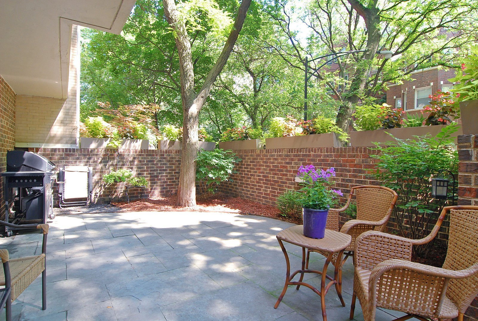 Real Estate Photography - 2600 N Hampden Ct, Chicago, IL, 60614 - Terrace