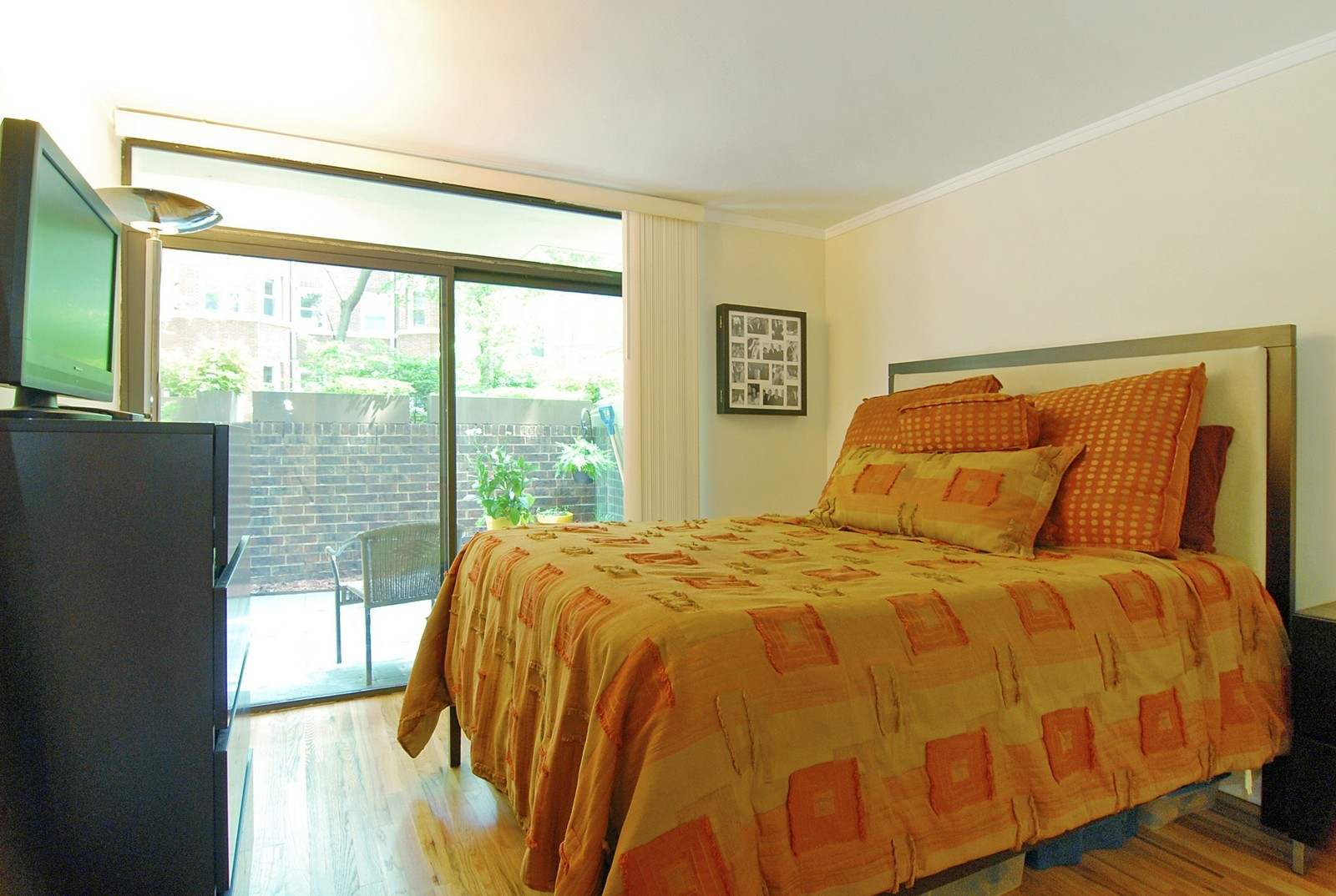 Real Estate Photography - 2600 N Hampden Ct, Chicago, IL, 60614 - Master Bedroom