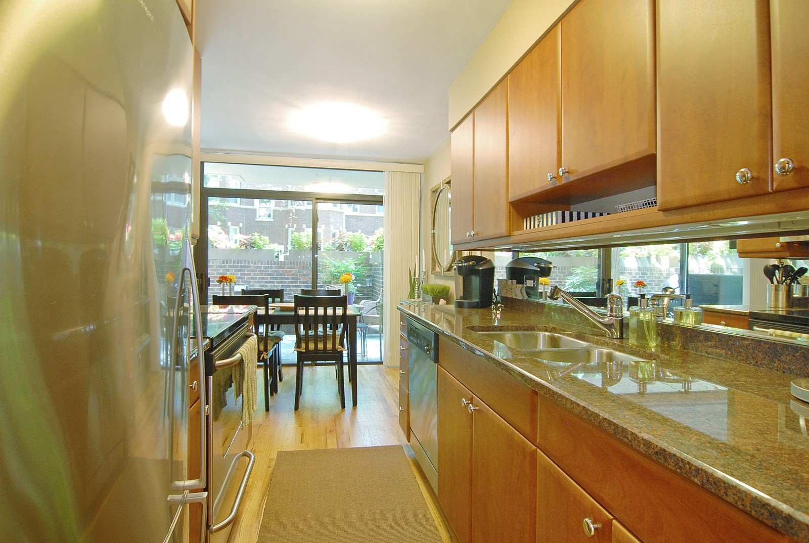 Real Estate Photography - 2600 N Hampden Ct, Chicago, IL, 60614 - Kitchen