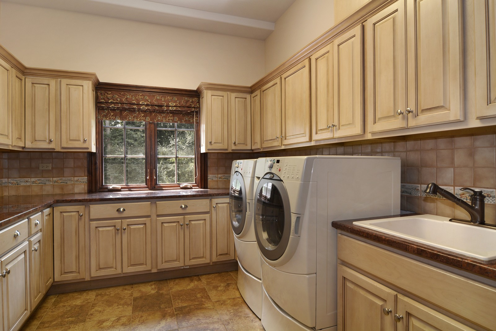 Real Estate Photography - 506 Wexford Ct, St Charles, IL, 60175 - Laundry Room