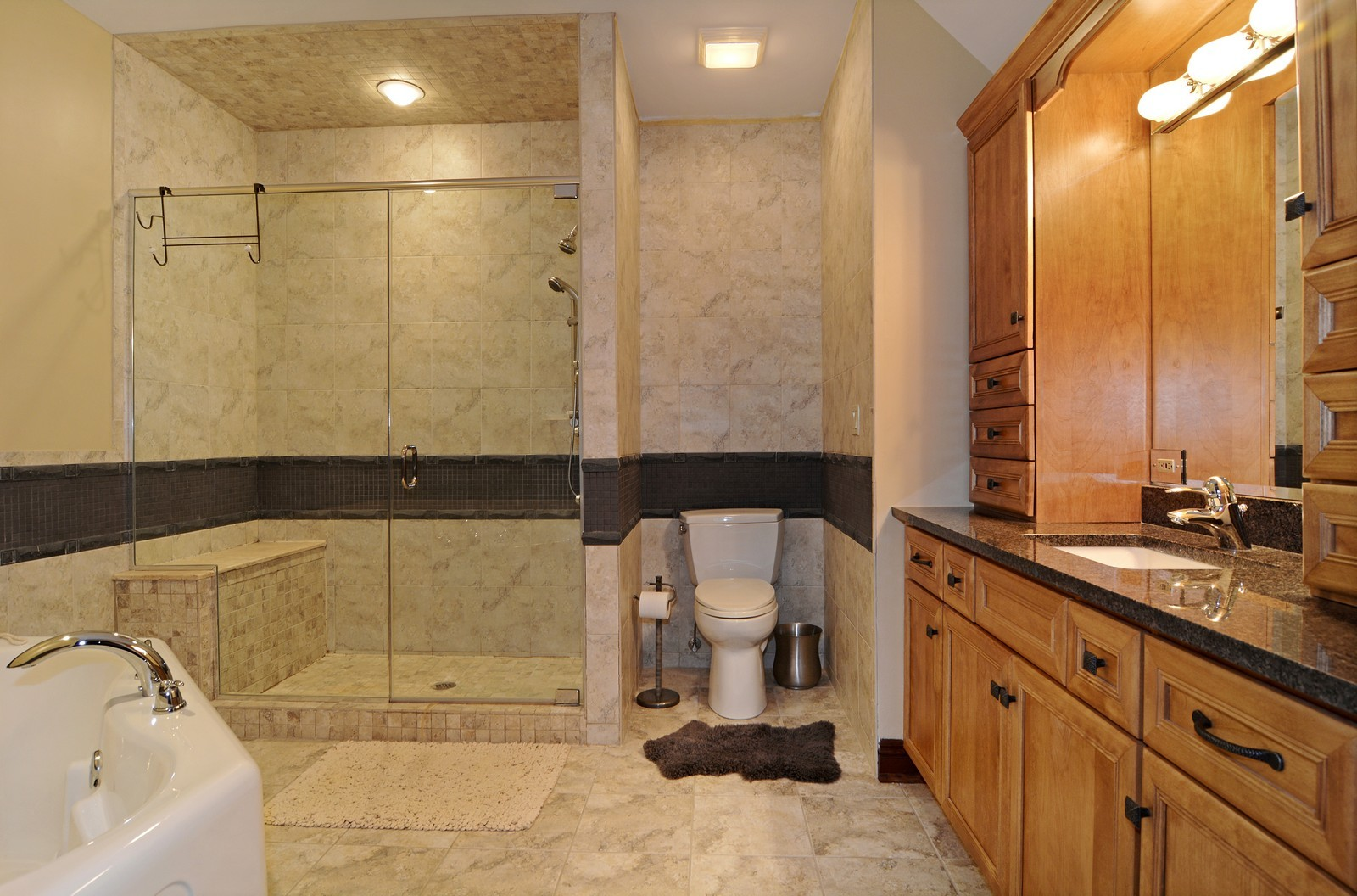 Real Estate Photography - 506 Wexford Ct, St Charles, IL, 60175 - 2nd Bathroom
