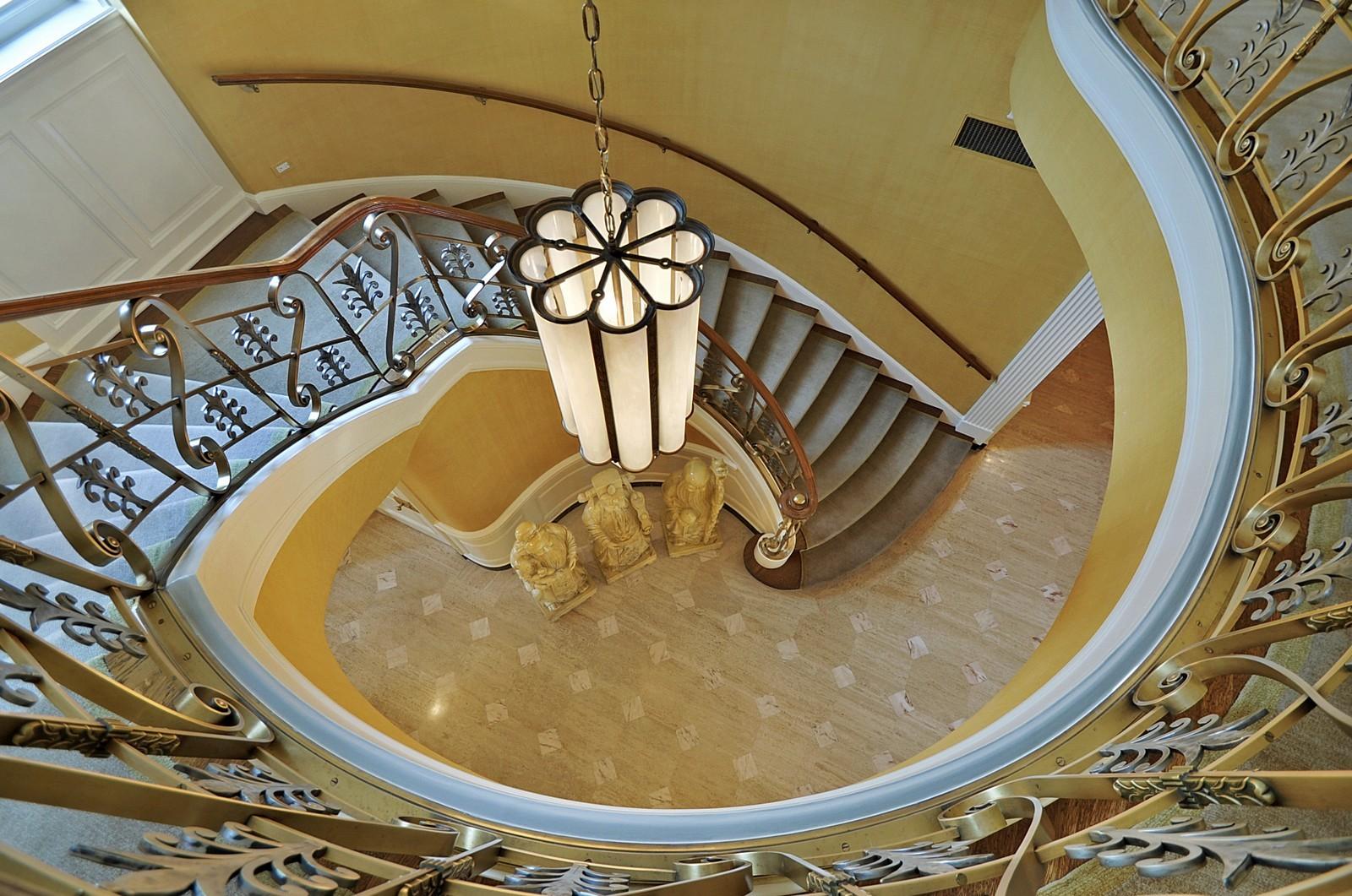Real Estate Photography - 443 Sheridan Rd, Glencoe, IL, 60022 - Staircase