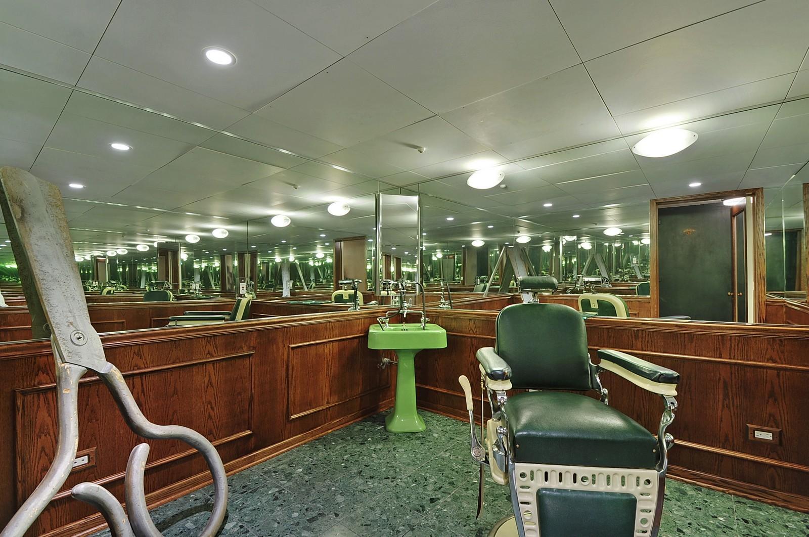 Real Estate Photography - 443 Sheridan Rd, Glencoe, IL, 60022 - BarberShop