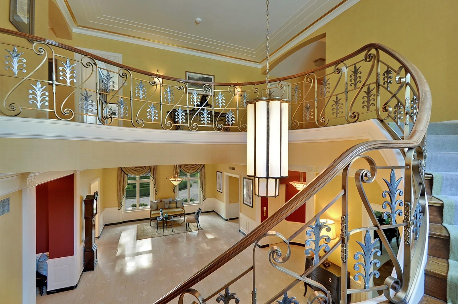 Real Estate Photography - 443 Sheridan Rd, Glencoe, IL, 60022 - Foyer