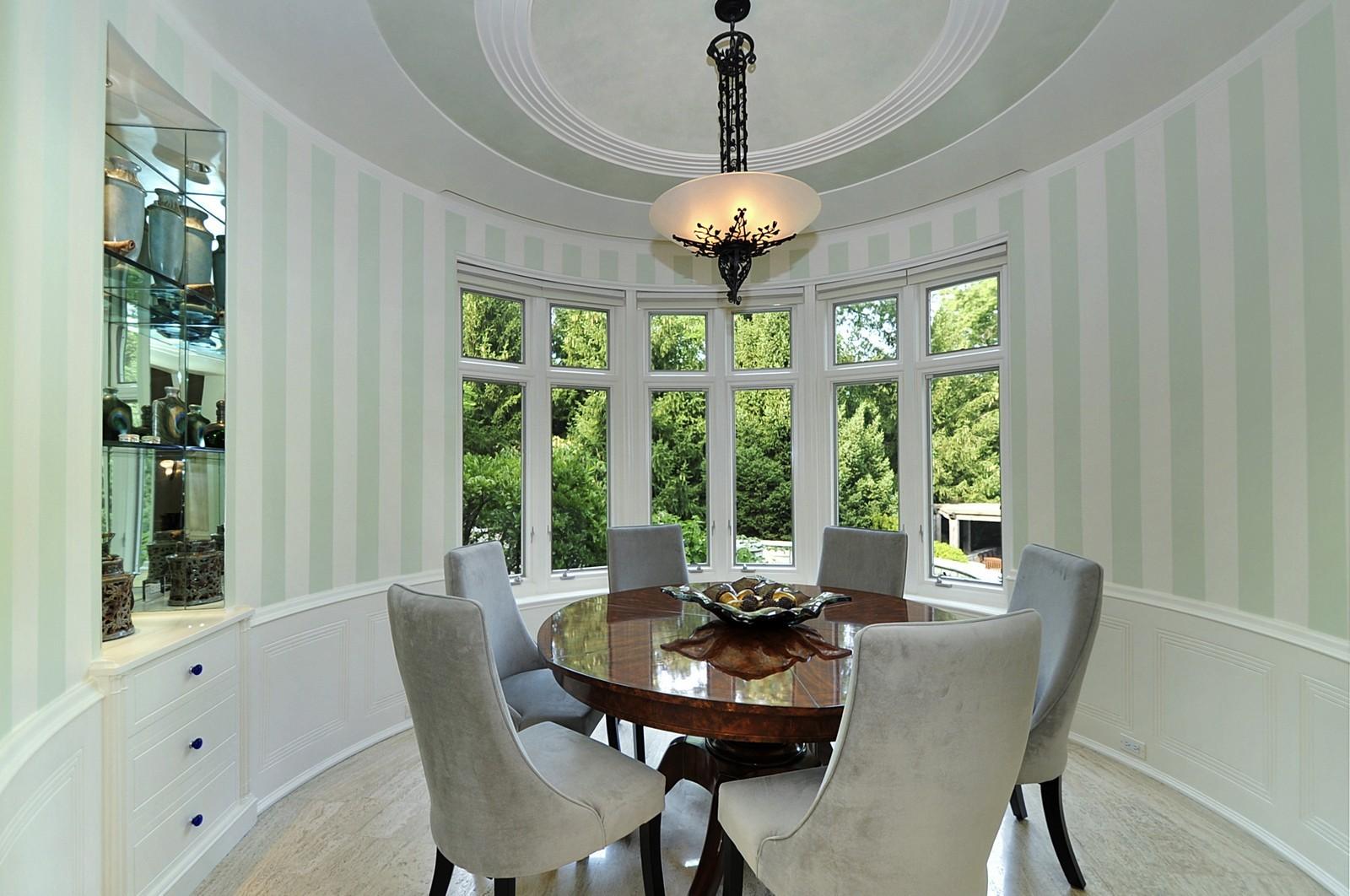 Real Estate Photography - 443 Sheridan Rd, Glencoe, IL, 60022 - Breakfast Room
