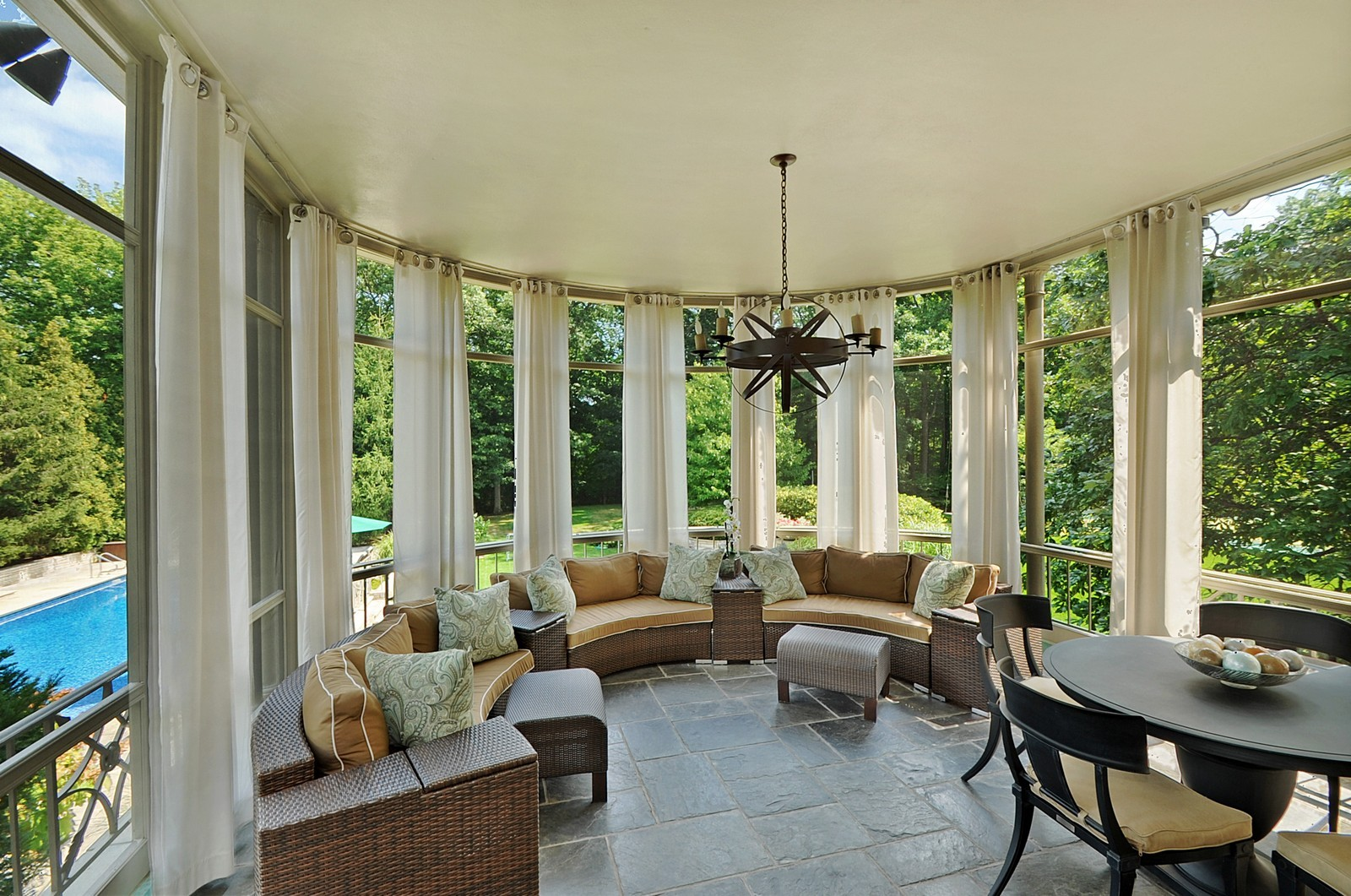 Real Estate Photography - 443 Sheridan Rd, Glencoe, IL, 60022 - Screened In Porch